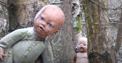 зловещий кукольный алтарь