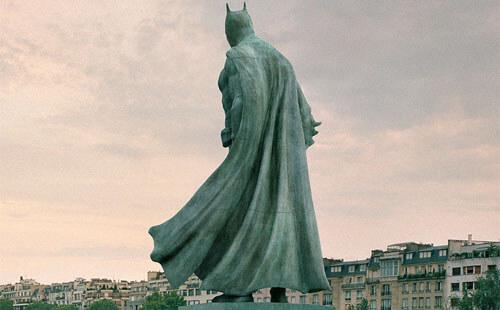 unusual statues in paris