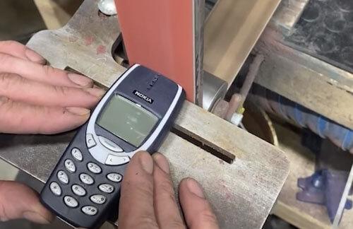 уничтожение старого телефона