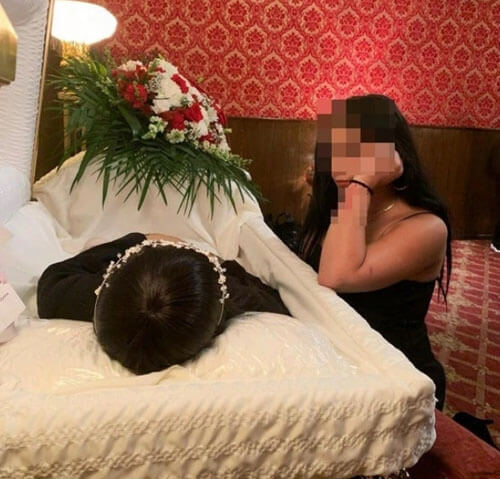 фотография с мёртвой мамой