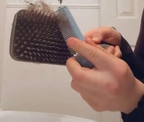 чистка щёток для волос