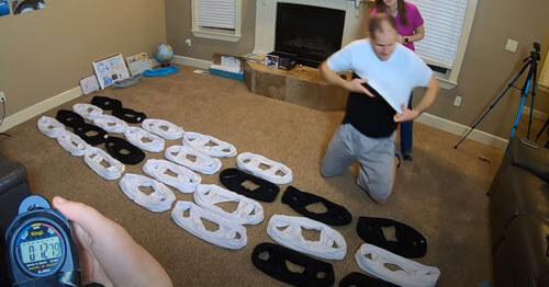 жена надела на мужа много футболок