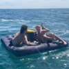 плавание на надувном матрасе