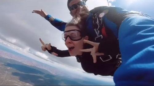 прыжок с парашютом и предложение
