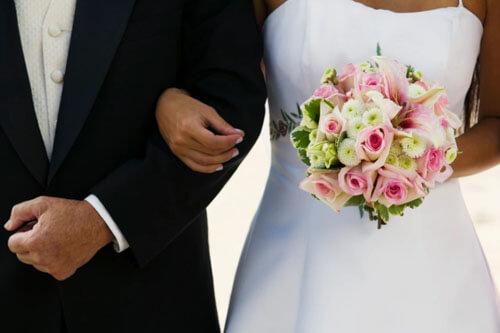 жених и невеста просят деньги