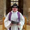 шляпа и чёрные очки викария