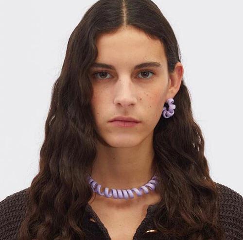 ожерелье похоже на шнур
