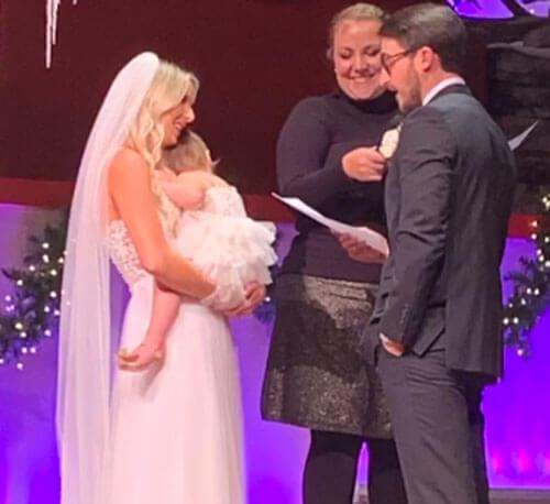 дочка невесты закатила истерику