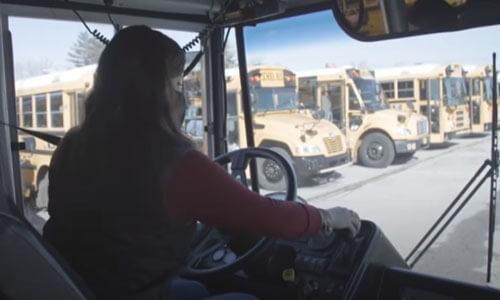 директор школы за рулём автобуса