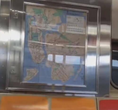 дверца ударила пассажира метро