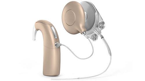 модель с нарушением слуха
