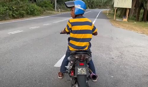 уехал на мотоцикле в кусты