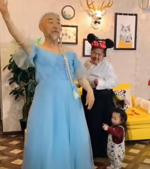 весёлые бабушка и дедушка