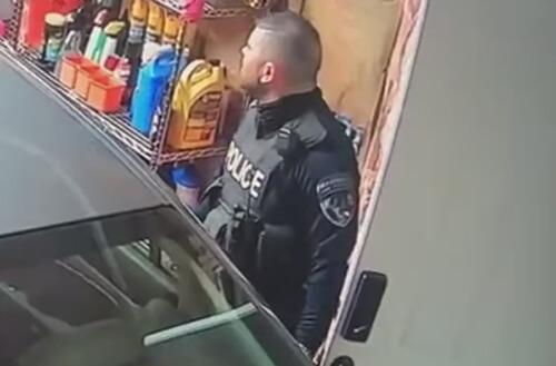 полицейский повредил машину