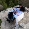 романтический ужин на скале