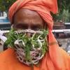 защитная маска с листьями