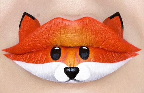 миниатюрные картины на губах