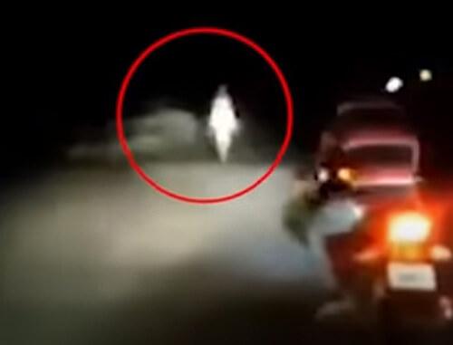 инопланетянин прогулялся по дороге