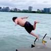 мужчина целый год нырял в озеро