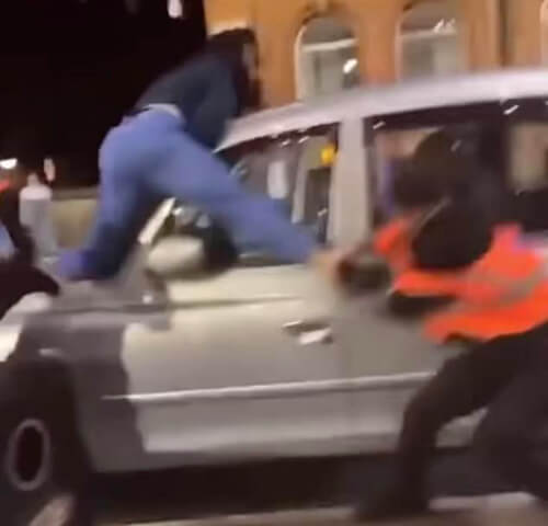 гуляка ударил женщину по лицу