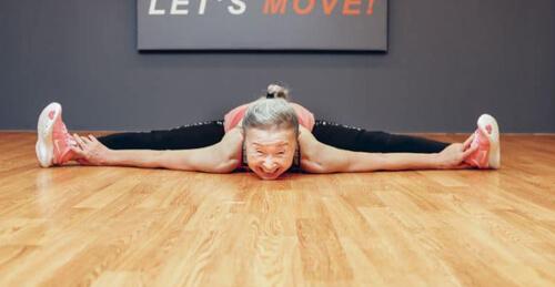 пожилая женщина и фитнес