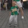 малыш в танцевальной команде