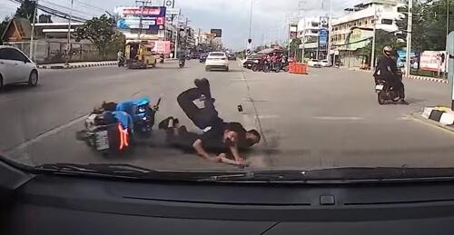 водитель не наехал на упавших