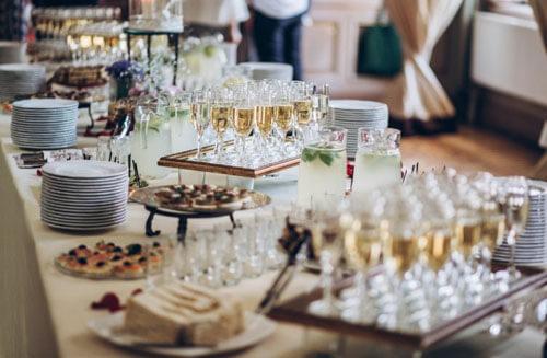 свадебные гости помыли посуду