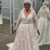 старушка в свадебном платье