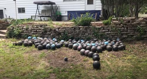 запас шаров для боулинга