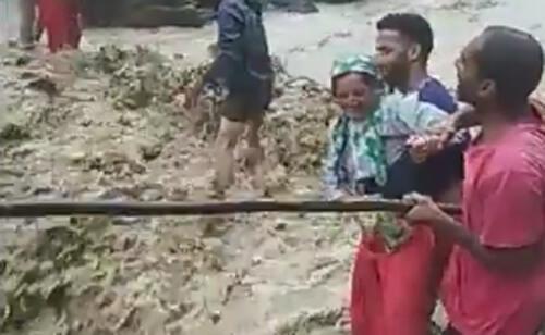 селяне переходят реку