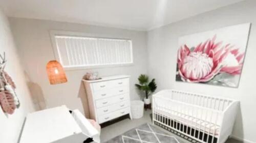 детская комната с картиной