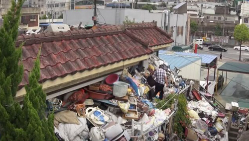 отец завалил дом мусором