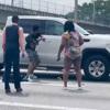 незнакомцы громят чужую машину