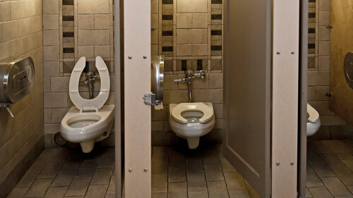 муж надолго засел в туалете