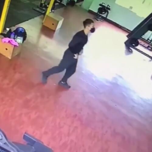 злой призрак в спортзале