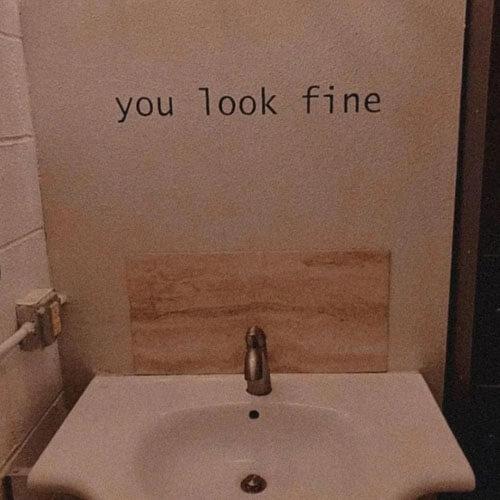 зеркало заменили надписью