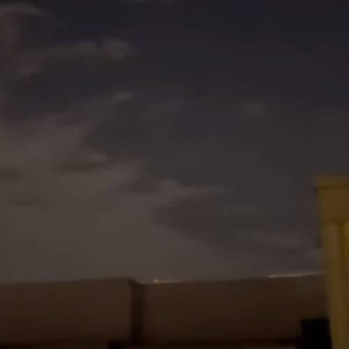 флотилия странных огоньков в небе