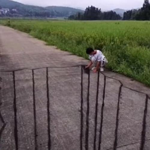 верёвочный мост через пропасть