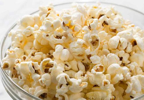 кукуруза превращается в попкорн