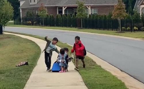 братья возвращаются из школы