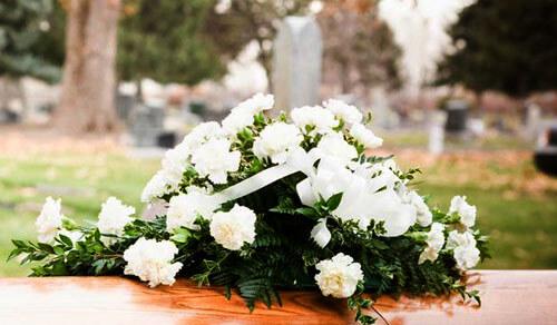 неприятная надпись на надгробии