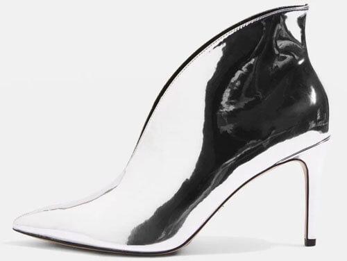 обувь как будто сделана из фольги