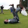 невеста решила сыграть в лапту