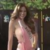 Участница конкурса красоты показала грудь во время дефиле в купальнике
