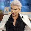 Мужчина, похожий на куклу, явился на телешоу с собственными рёбрами в банке