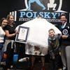 Чтобы впечатлить детей, отец надел на себя 260 футболок и побил мировой рекорд