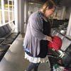 Пассажирка, не желавшая платить за слишком тяжёлый багаж, придумала остроумное решение
